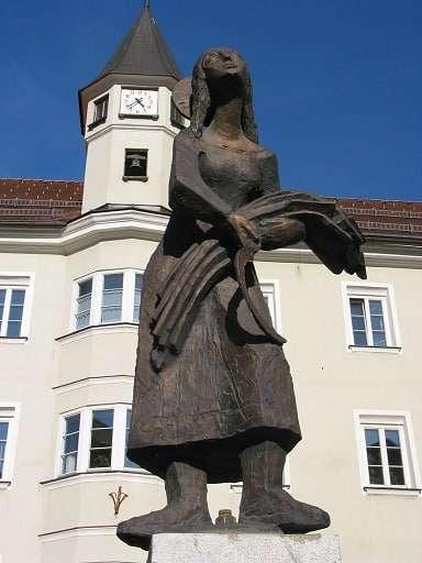 Stadtbrunnen Notburgastatue